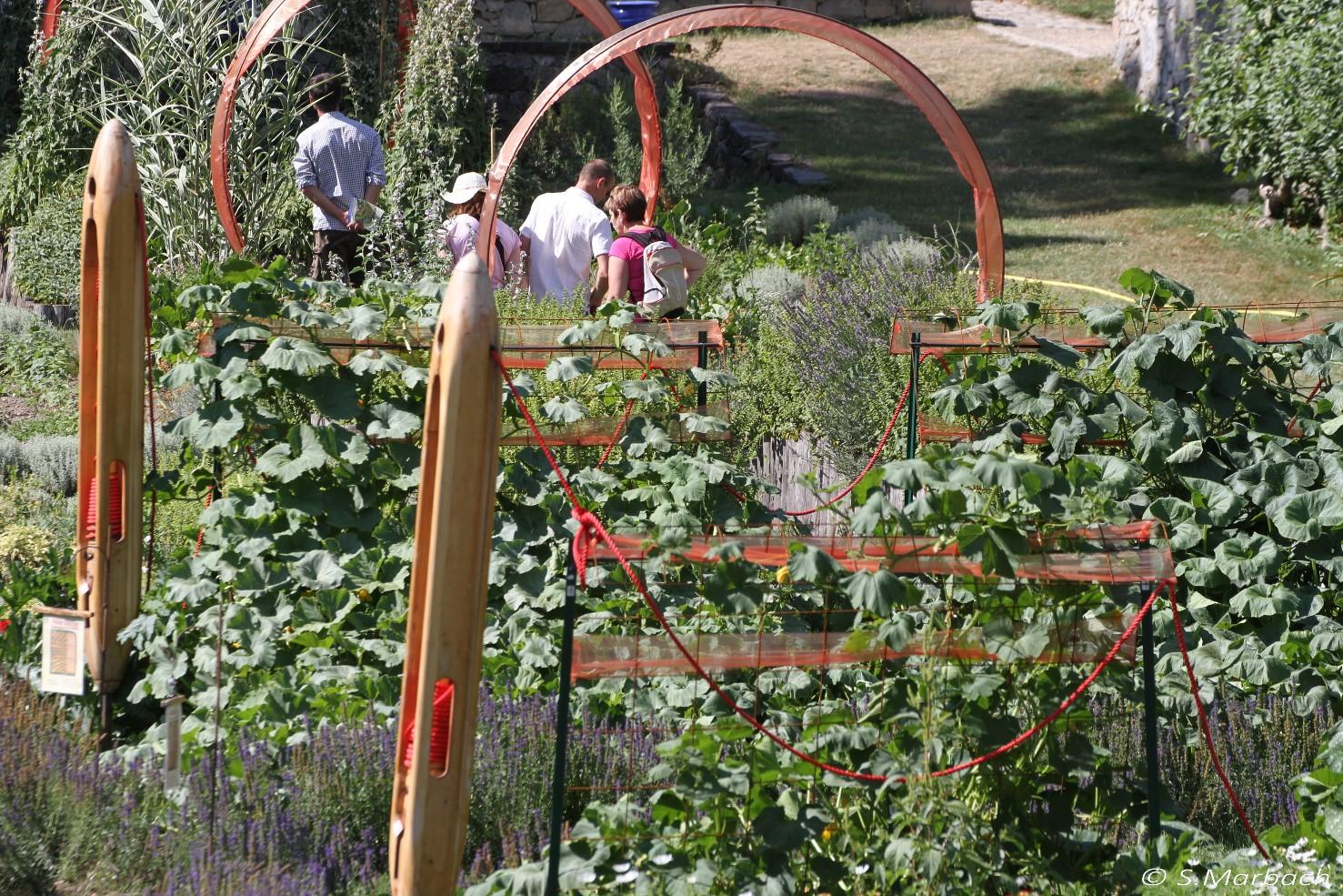 Au jardin potager de peter pan les jardins de wesserling for Arceaux de jardin